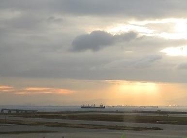 神戸空港の夜明け