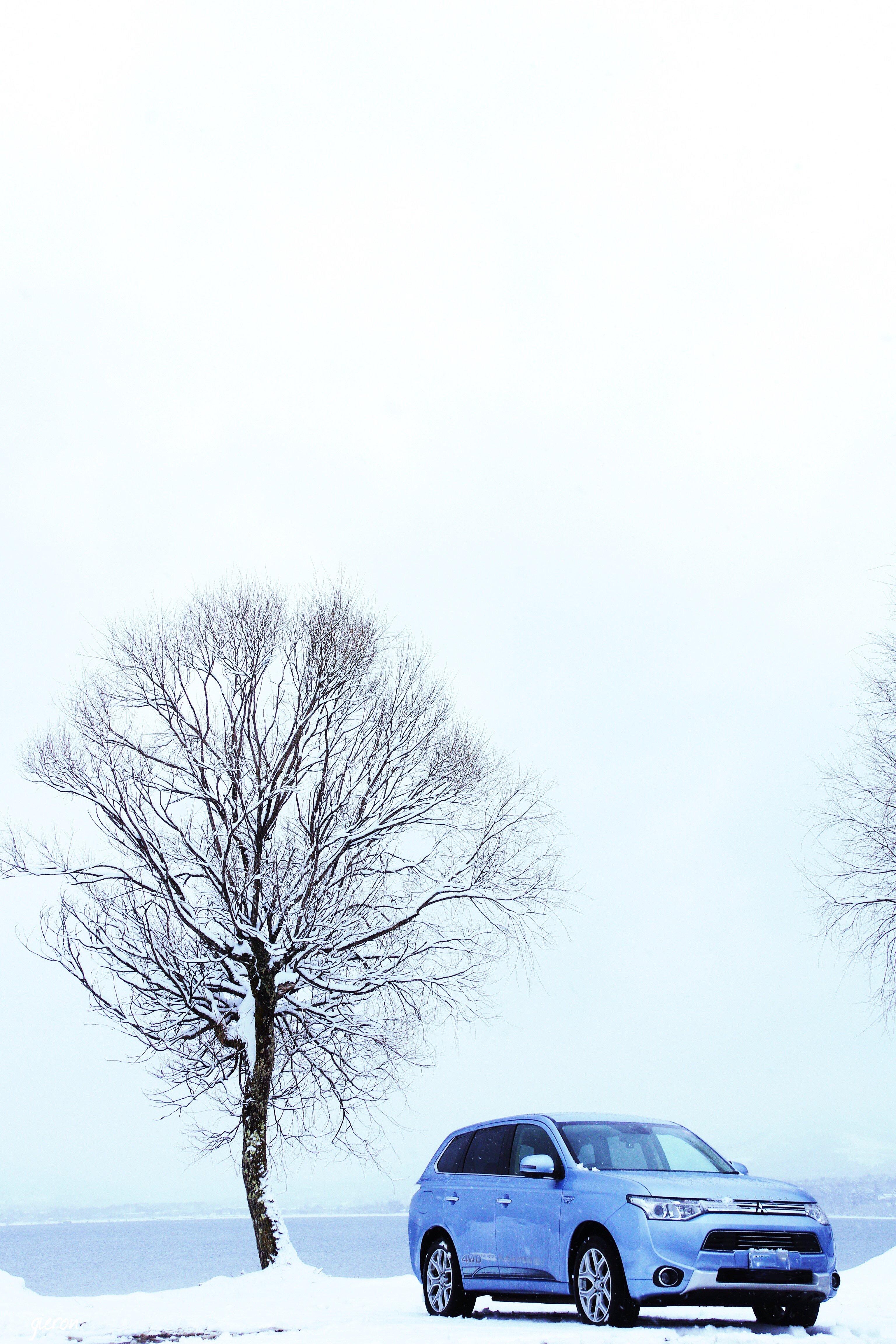 クルマの撮影スポット 山梨 山中湖 雪 アウトランダーPHEV