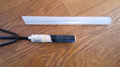 塩ビパイプと粘着テープで厚さを調整