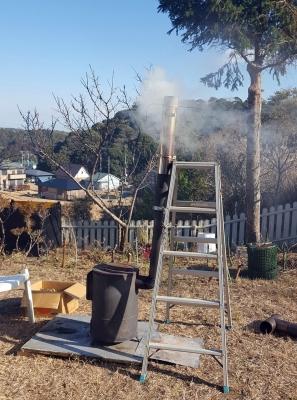 やってみたかった煙突部分を利用したスモーク