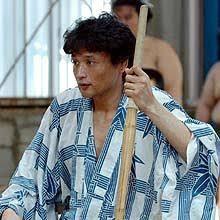 ③ウンコ貴乃花はニヤニヤ気持ち悪い顔しながら竹刀で弟子の頭ぶったたいていた!