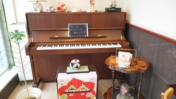 店内の自動ピアノ