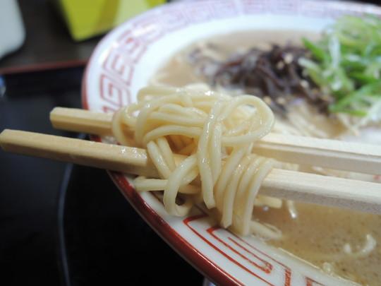 濃厚豚骨ラーメンの麺