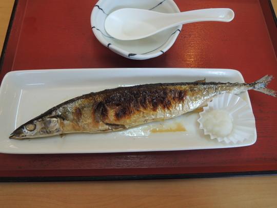 さんまの塩焼(324円)