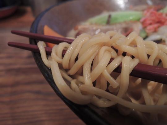 デラックスちゃんぽんの麺