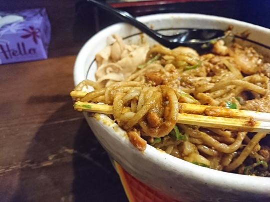 黒小麦極太麺のキーマカレー和え麺の麺