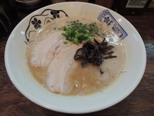 王道の豚骨ラーメン(720円)