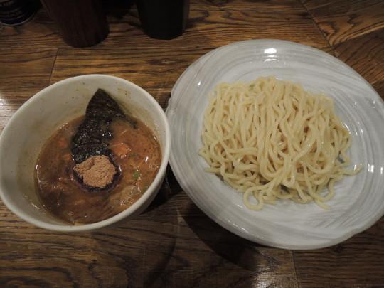 つけ麺(並盛)200g(800円)