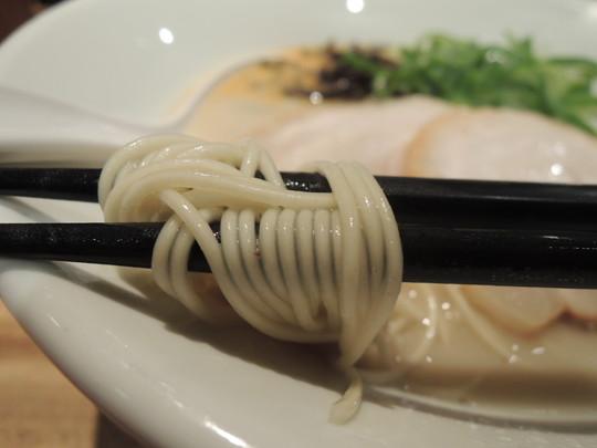 白丸元味の麺