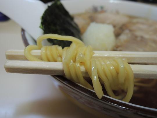 並チャーシュー麺の麺