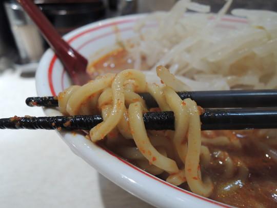 北極ラーメン(辛さ度9)の麺