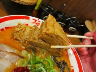 豚シャモジ 肉盛豚辛ソバ 角煮