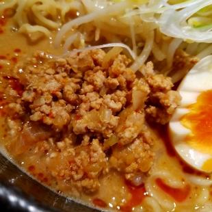 東横愛宕 濃厚担々麺 具 (2)