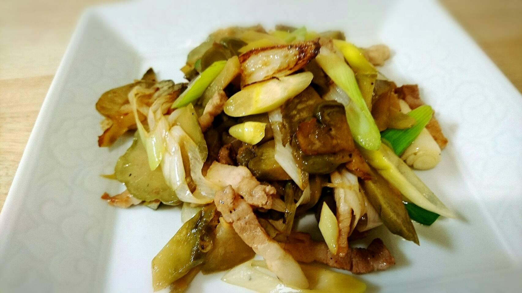 【中華街】豚ばら肉とザーサイのごま油炒め