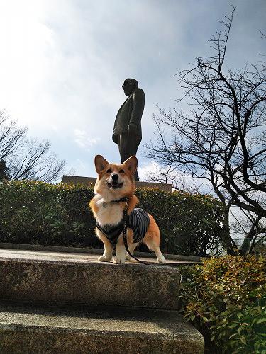 松田さんの像