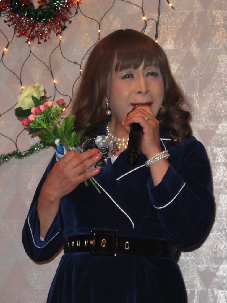 紺色のビロードワンピカラオケ(7)