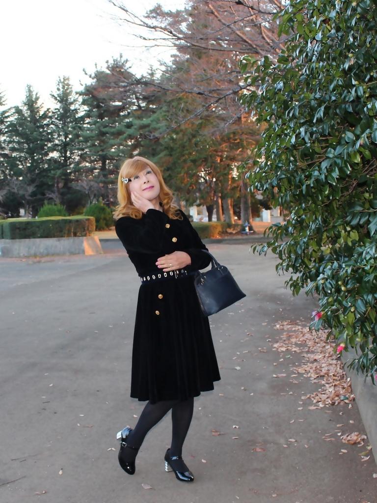 黒ベルベットワンピ冬の公園A(2)
