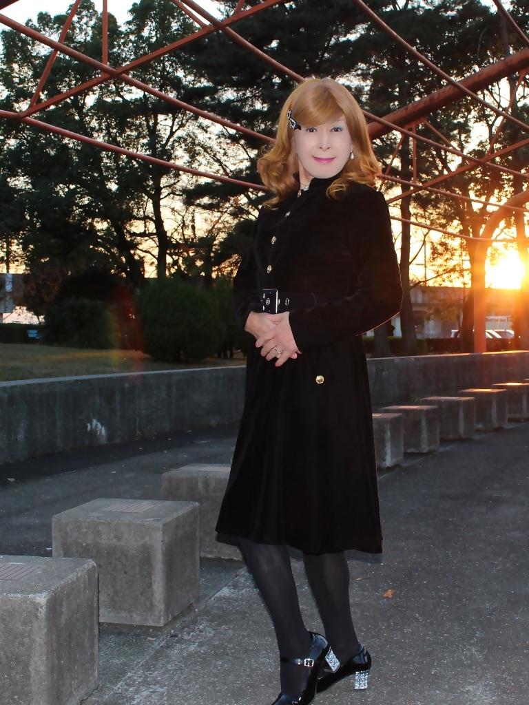黒ベルベットワンピ冬の公園A(10)