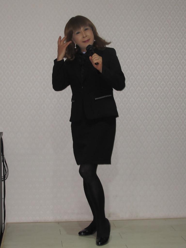 黒スーツカラオケ(1)