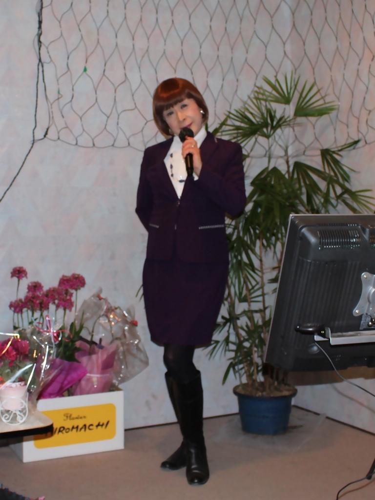 紫色のタイトスーツカラオケ(4)