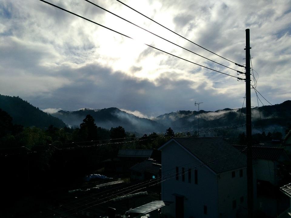 朝霧が沈むと晴れ