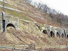 220px-Muroran-main-line_collapsed-Kuriyama-tunnel.jpg