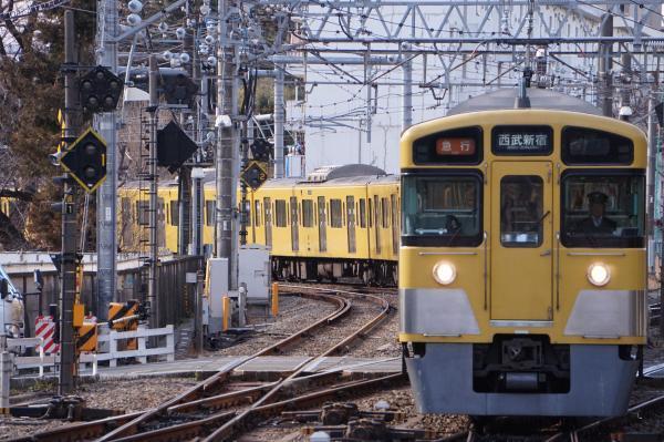 2018-02-13 西武2057F_2451F 急行西武新宿行き 2348レ