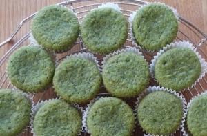 桑の葉ミニケーキ