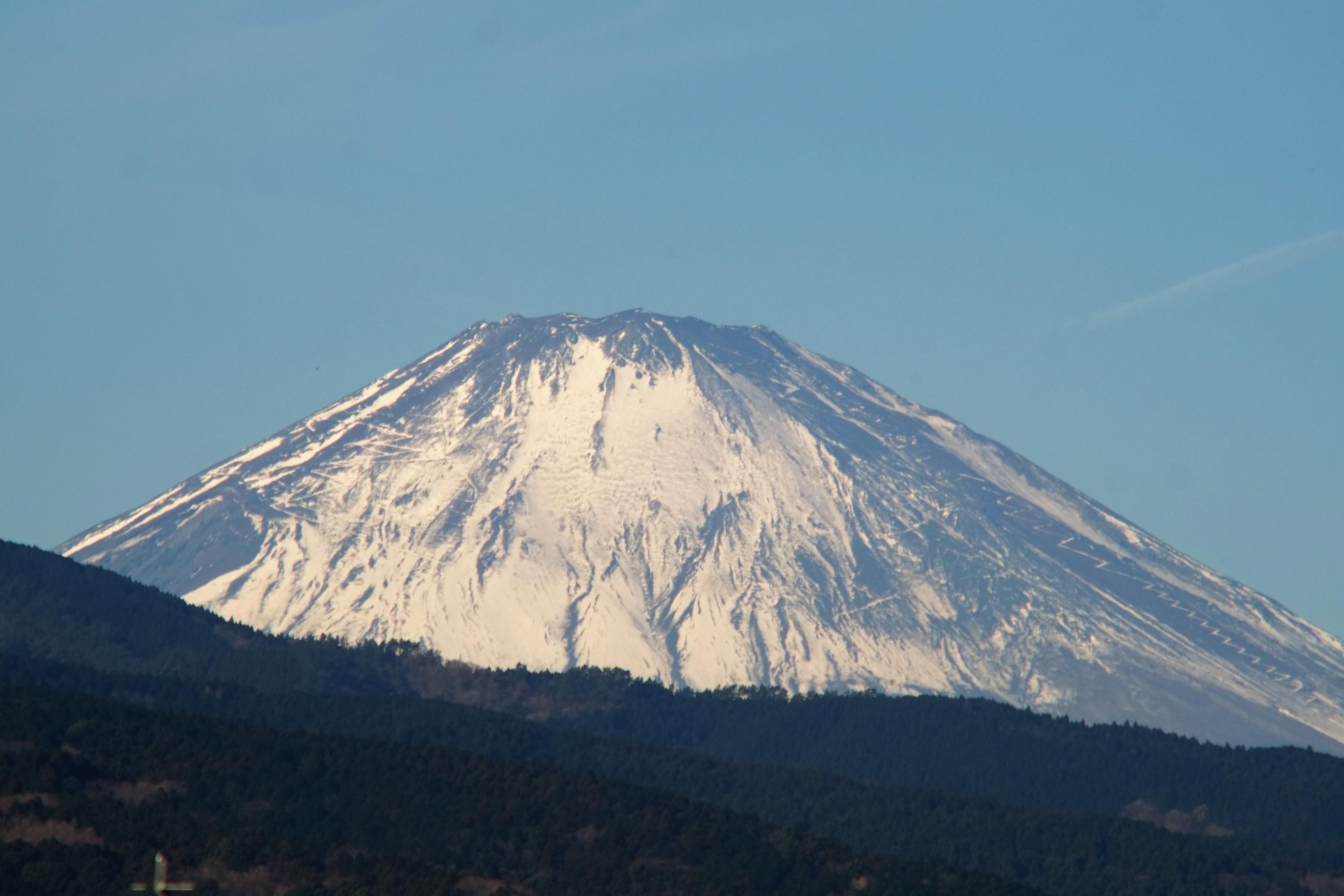 山頂に雪がないのは噴火の予兆?