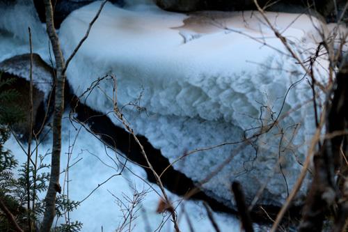 20180113仙娥滝の下凍結した岩