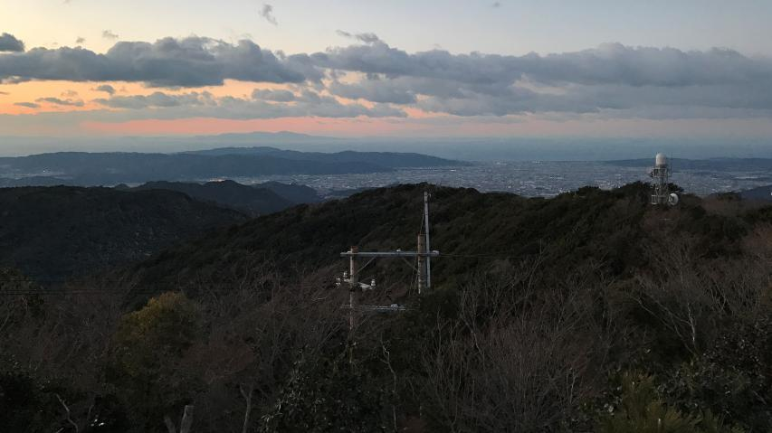 中国地方の最高峰の大山が見えるとしたら、小豆島の右側の地平の果て