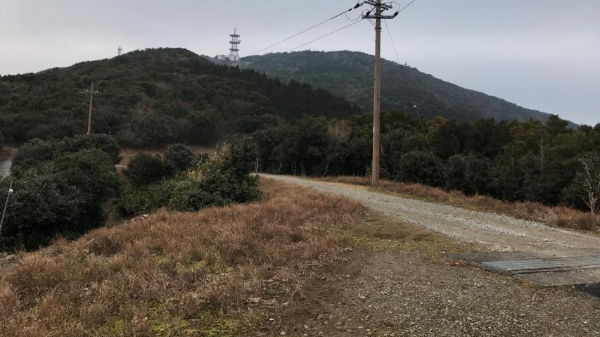 諭鶴羽山スーパー林道(?)を歩きます