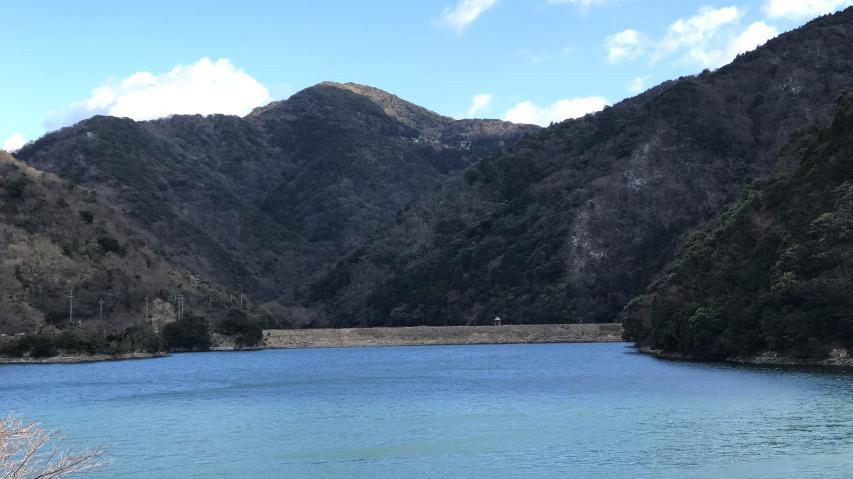 大日川ダムの奥の山