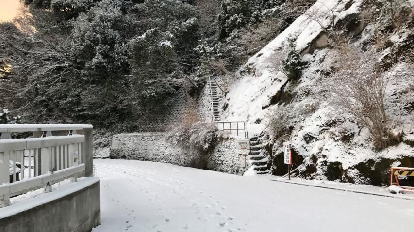 諭鶴羽山の登山口