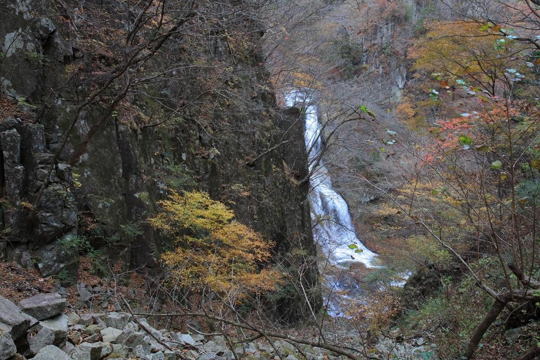霧降の滝・11月①