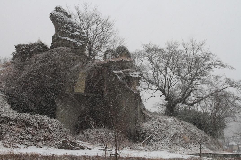 雪降る日の大谷石・岩山⑥