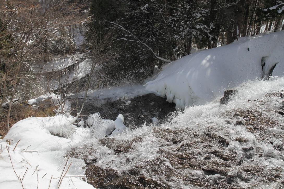 冬の湯滝・滝口18