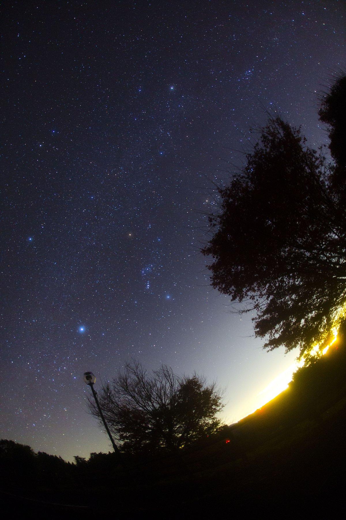 【星景】沈みゆく冬の天の川@旭高原
