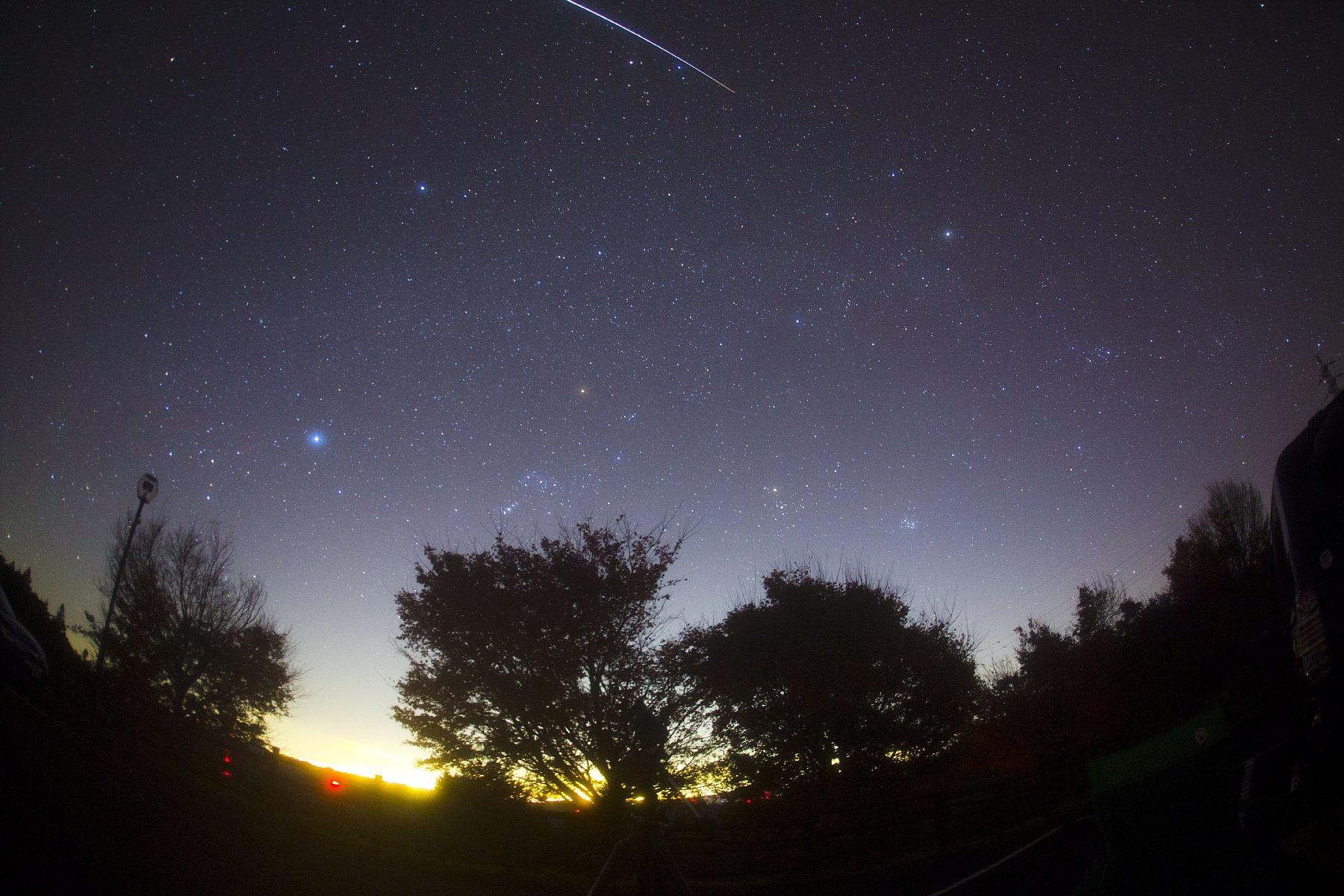 【星景】しし座流星群と冬の天の川