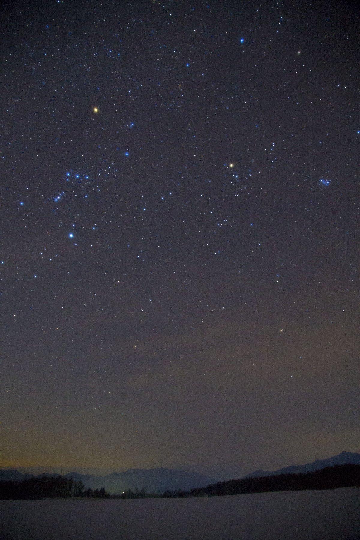 【星景】雪の平原と冬の星々