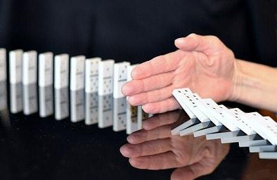 s-domino-665547_400-min.jpg