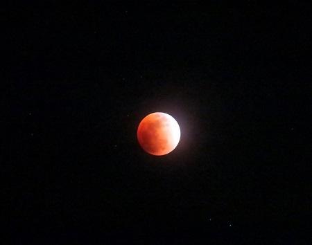 028赤い月
