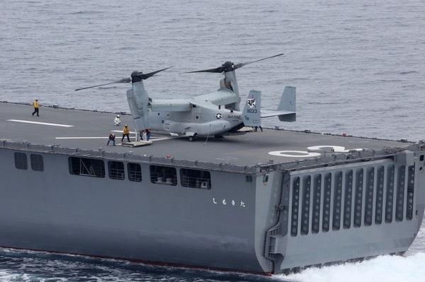 th_1280px-MV-22B_landed_aboard_JDS_Shimokita.jpg