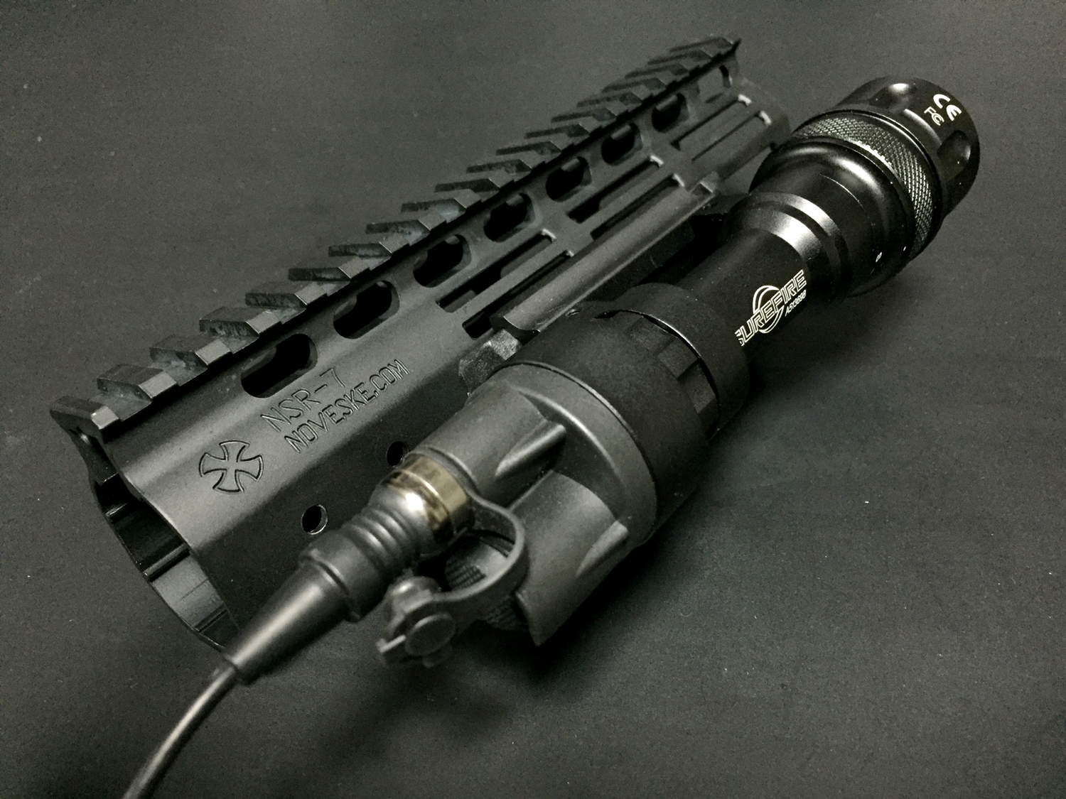18 M-LOK MAGPUL Tape Switch Mounting Plate for Surefire ST Polymer MADE IN USA マグプル 実物 本家 テープ リモート スイッチ