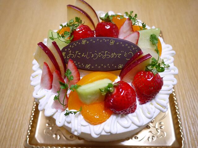 ひよこのケーキ屋さんでデコレーションケーキを買ってみた。