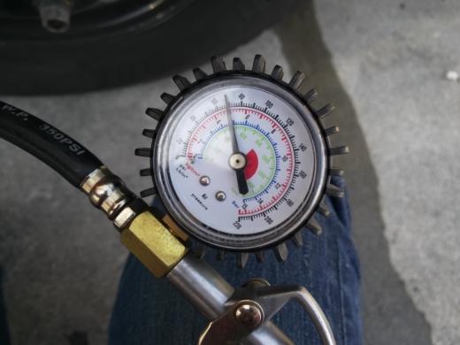 タイヤの空気 (11)