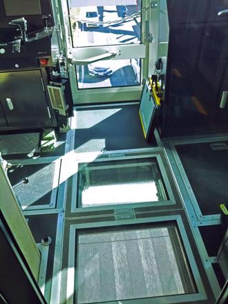 アーバンフライヤーの床の窓