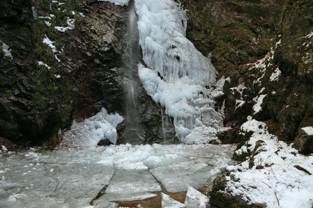 払沢の滝(滝つぼ)
