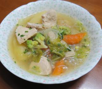 ロマネスコ入り鶏肉スープ