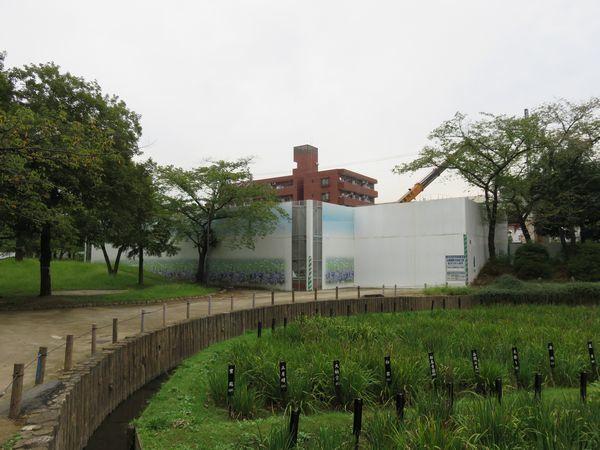 しょうぶ沼公園内の新改札口予定地。2016年には仮設の展望デッキを設置し、工事のPRイベントも開催された。